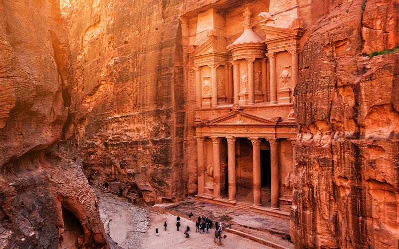 Al-Khazneh-(The-Treasury)-at-old-city-Petra